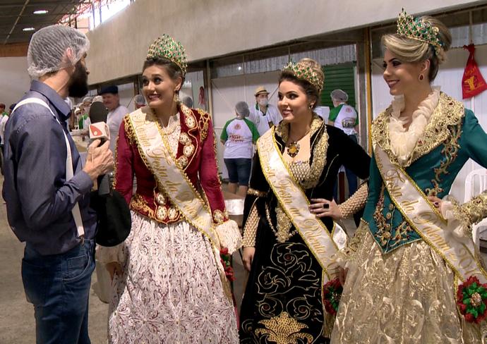 Papo com rainha e princesas da festa na cozinha (Foto: Divulgação / TV Gazeta ES)