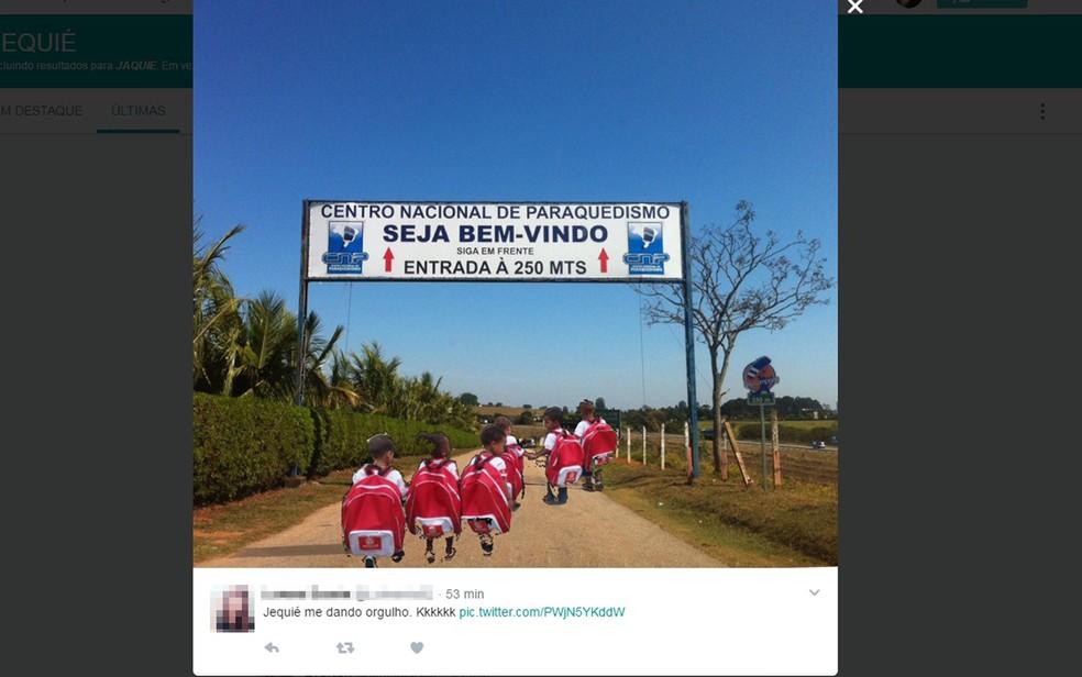 Estudantes brincam que crianças iriam para centro de paraquedismo (Foto: Reprodução/ Twitter)