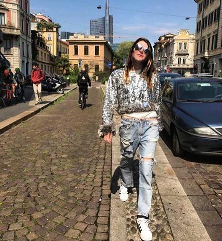 Bastou Anna Dello Russo posar com a peça no Instagram para ela virar objeto de desejo entre as fashionistas (Foto: Reprodução Instagram)