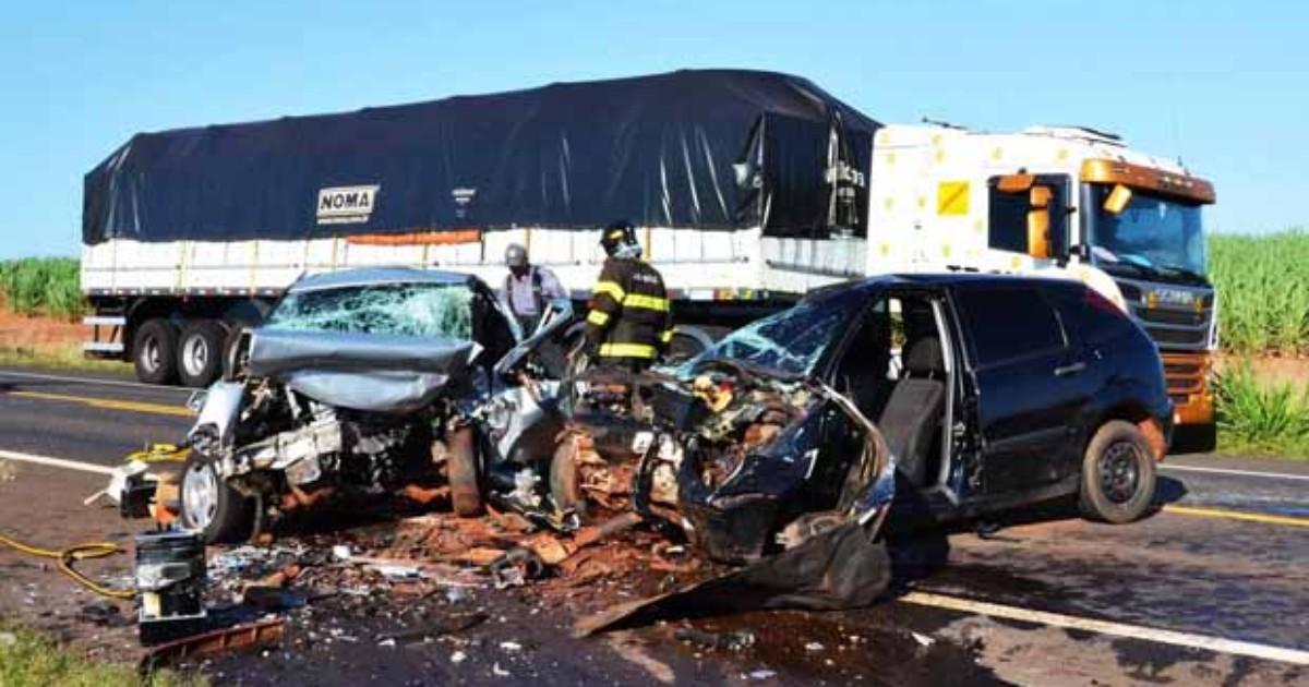 Mulher morre após acidente entre dois carros em Parapuã - Globo.com