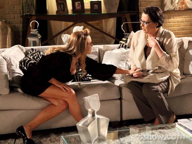 Selma confessa que armou e as duas fecham parceria (Foto: Carol Caminha / TV Globo)