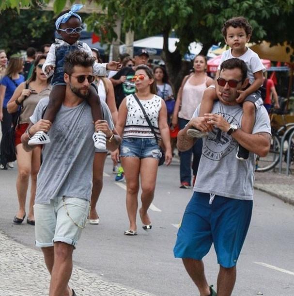 Bruno Gagliasso e Titi com Chico Salgado e Bento (Foto: Reprodução/Instagram)