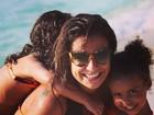 Paula Morais posta foto com filhas de Ronaldo e paparica: 'Saudades'