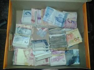 Além das drogas, polícia apreendeu cerca de R$ 2800 em Poá (Foto: Rodrigo Galvão/ Polícia Militar)