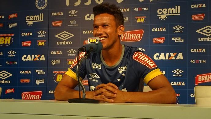 Henrique volante Cruzeiro (Foto: Gabriel Duarte)