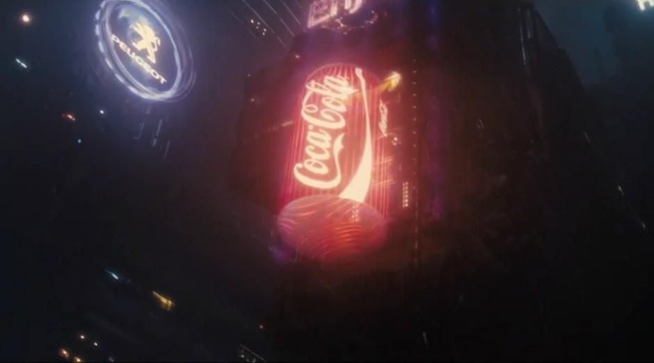 Fãs supersticiosos acreditam que aparecer no futuro sombrio do filme é uma maldição para os ícones corporativos (Foto: Reprodução)