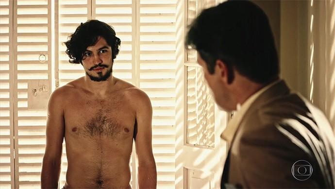 Miguel estranha a atitude do pai (Foto: TV Globo)