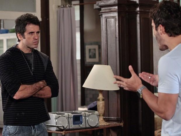 Ulisses perde a paciência com Zenon e manda o irmão embora (Foto: Guerra dos Sexos/ TV Globo)