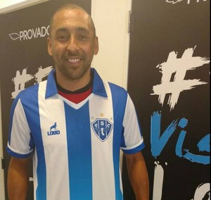 Serginho posou com a camisa do Paysandu (Foto: Twitter oficial do Paysandu)