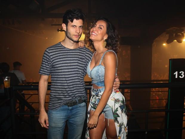 Ex-BBB Lia Khey e o namorado, Leandro Bato, em show em São Paulo (Foto: Manuela Scarpa/ Brazil News)