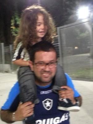 Torcedores Gerson e Rian Botafogo x Vitória Maracanã (Foto: Thales Soares)