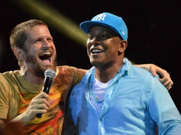 Saulo Fernandes e Márcio Victor em show em Salvador, na Bahia (Foto: Felipe Souto Maior/ Ag. News)