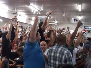 População de Limeira faz festa com o resultado de impeachment do prefeito Silvio Félix (Foto: Lana Torres / G1)