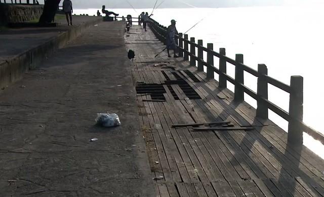 Deck do Pescador, em São Vicente (Foto: Reprodução/TV Tribuna)