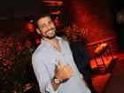 Cauã Reymond, Anitta e mais curtem festa em hotel carioca