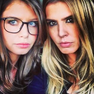 Marcela Queiroz e sua filha Bruna, (Foto: Reprodução/ Facebook)