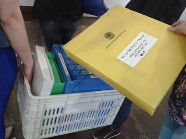 Arquivos da votação em Campinas começam a chegar no Tribunal de Justiça (Foto: Janaína Ribeiro)