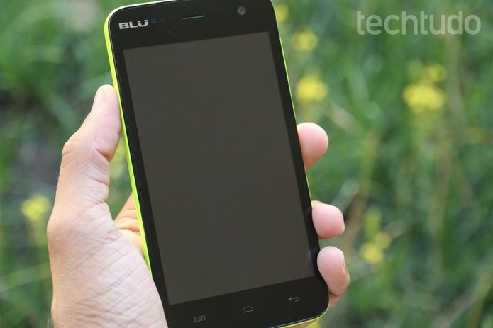 Um celular limpo diariamente evita risco de contaminação (Foto: Lucas Mendes/TechTudo)