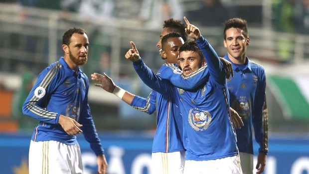 Victor Luis comemora gol do Palmeiras contra a Fiorentina  (Foto: Marcos Ribolli)
