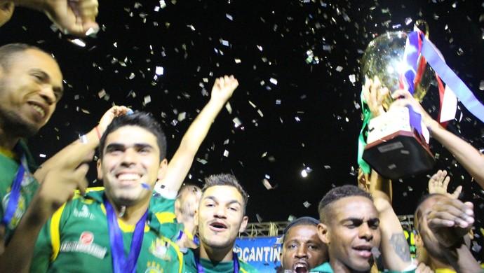 Gurupi levanta a taça de campeão (Foto: Vilma Nascimento/GloboEsporte.com)