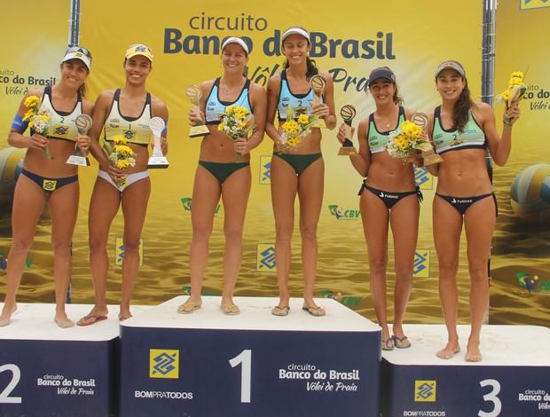 pódio feminino etapa de niterói vôlei de praia (Foto: Paulo Frank/CBV)