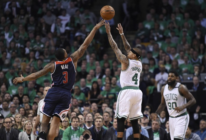 Isaiah Thomas faz o arremesso no jogo 7 contra os Wizards (Foto: Reuters)