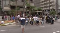 Grupo protesta contra a Reforma da Previdência em frente ao prédio de Beto Mansur
