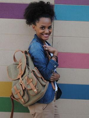 A atriz já alisou o cabelo por conta da pressão da galera da escola (Foto: Malhação / Tv Globo)