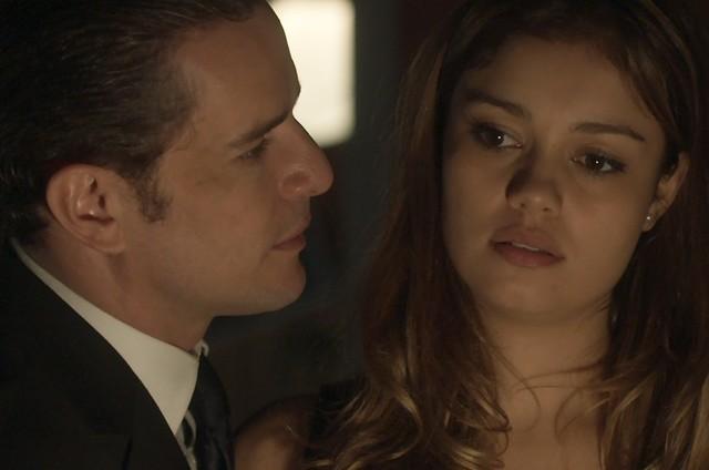 Daniel de Oliveira e Sophie Charlotte em cena de 'Os dias eram assim' (Foto: TV Globo)
