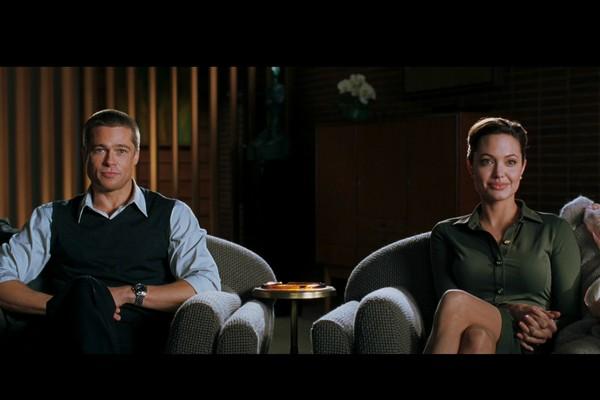 Quem diria... Já faz nove anos que esses dois passaram dos fictícios 'Sr. & Sra. Smith' para o casal mais badalado de Hollywood, Brad Pitt e Angelina Jolie, que juntos têm seis (!) filhos. (Foto: Reprodução)