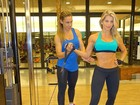Karina Bacchi mostra barriga trincada em treino com personal