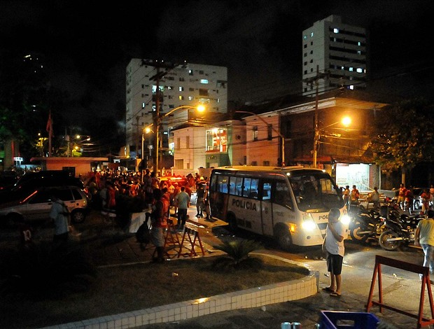 conflito torcidas sport náutico (Foto: Aldo Carneiro / Pernambuco Press)
