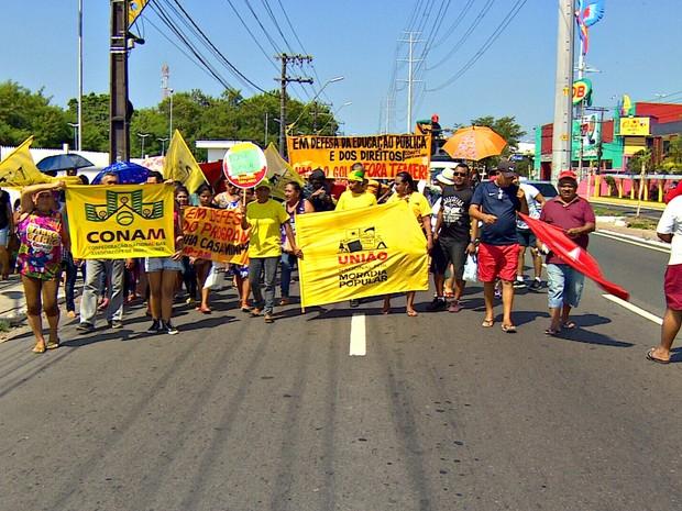 Protesto reuniu grupo na Zona Leste de Manaus (Foto: Reprodução/Rede Amazônica)