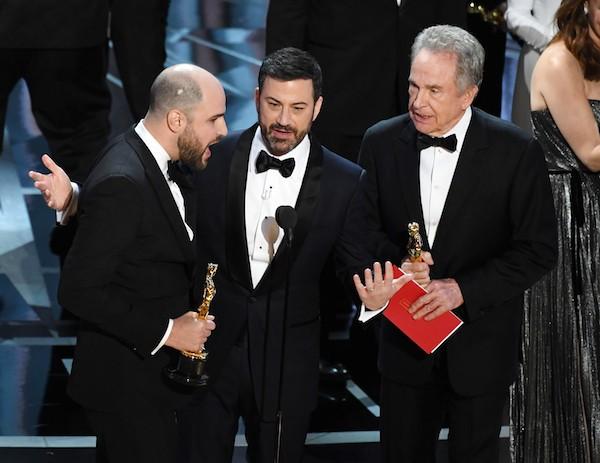 O anúncio da confusão na entrega do oscar de Melhor Filme no Oscar 2017 (Foto: Getty Images)