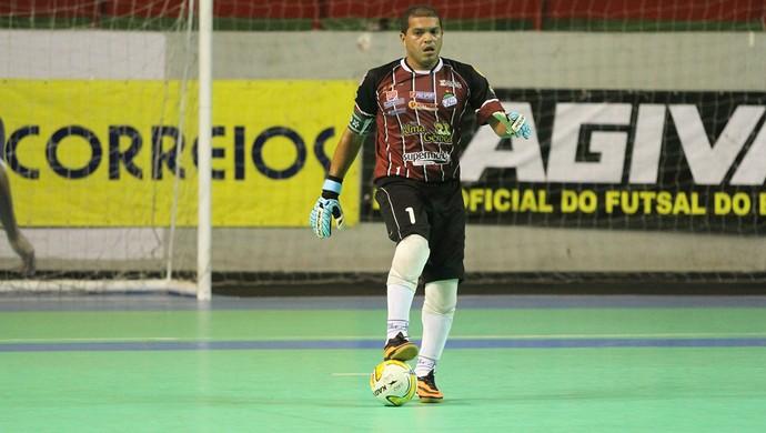 Rogério fecha o gol e marca um na goleada contra AABB (Foto: Zerosa Filho / CBFS)