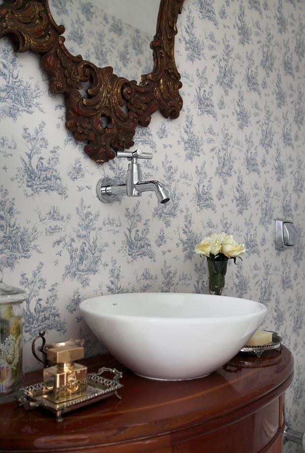 11 lavabos com papel de parede para voc se inspirar. Black Bedroom Furniture Sets. Home Design Ideas