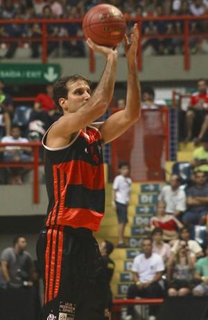 Marcelinho 3 pontos (Foto: Thiago Lavinas)