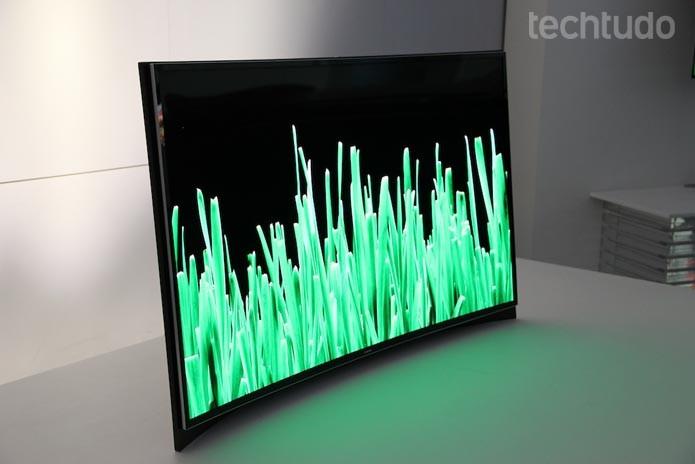TV OLED curva da Samsung conta com processador Quad-Core (Foto: Fabrício Vitorino/TechTudo)