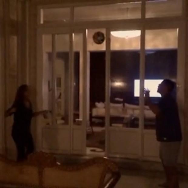 Ronaldo e Paula jogam altinha (Foto: Reprodução/Instagram)