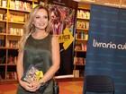 Eliana vai a sessão de autógrafos de livro em São Paulo