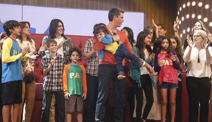 Marcio Garcia curte a festa da sua família (Foto: Raphael Dias / Gshow)