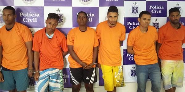 Presos integrantes de quadrilha suspeitas de 22 mortes no Lobato, em Salvador (Foto: Polícia Civil/Divulgação)