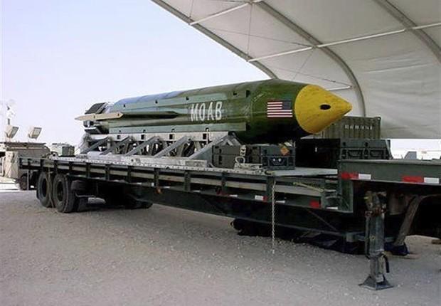 "Bomba GBU-43 Massive Ordnance Air Blast (MOAB), dos Estados Unidos, chamada de ""mãe de todas as bombas"" (Foto: EFE/Departamento de Defensa de EEUU)"