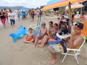 Família de Lages prefere Canasvieiras para passar o verão (Foto: Valéria Martins/G1)