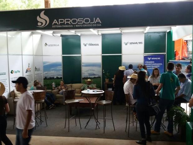 Estande montado na Fazenda Jotabasso, em Ponta Porã (Foto: Anderson Viegas/ G1 MS)