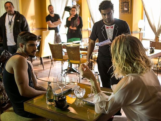 Os personagens de Caio e Letícia terão conversa tensa no restaurante (Foto: Inácio Moraes/Gshow)