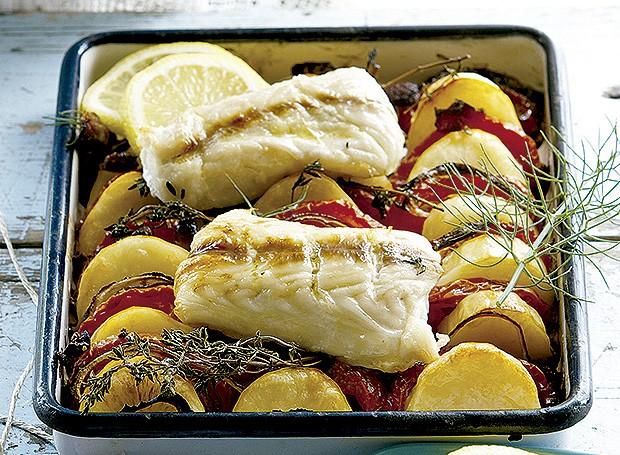 Peixe assado com batatas ao alho (Foto: Gallo Images Pty Ltd./StockFood)