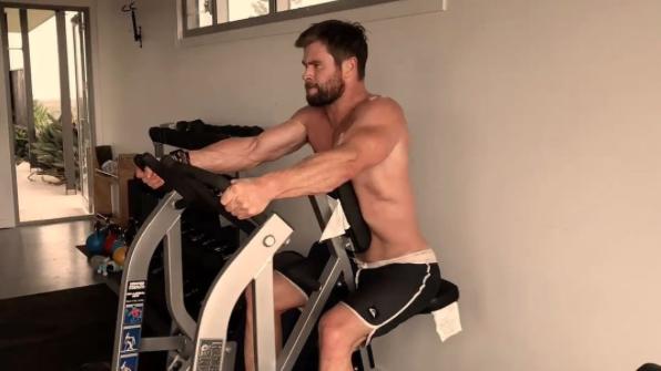 Chris Hemsworth malhando (Foto: Reprodução/Instagram)