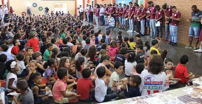 Sertãozinho escola (Foto: Divulgação / Sertãozinho FC)