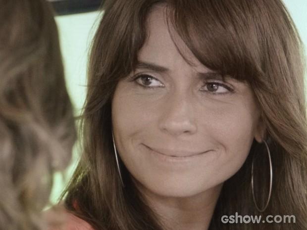Clara sorri ao ouvir Marina se declarar (Foto: Em Família/TV Globo)